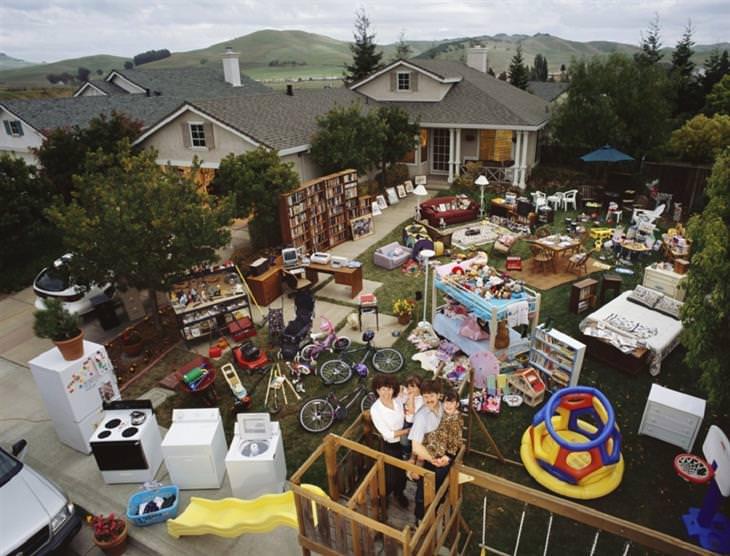 תמונות של משפחות עם הרכוש שלהן