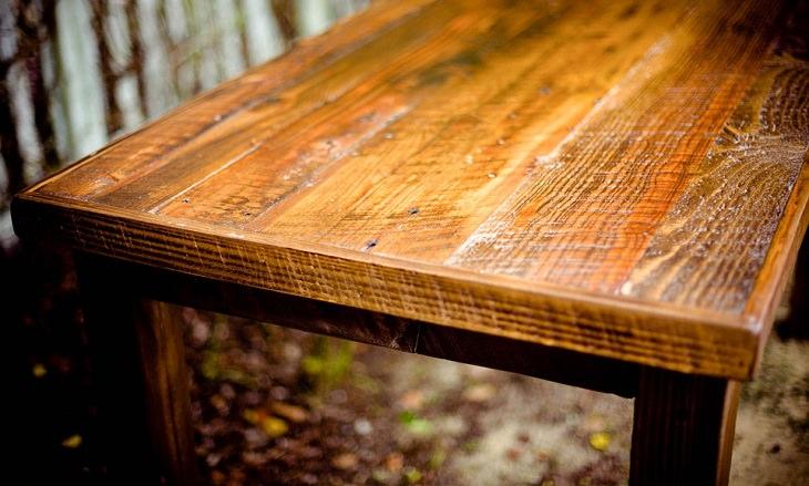 שימושים מפתיעים לבירה: שולחן עץ