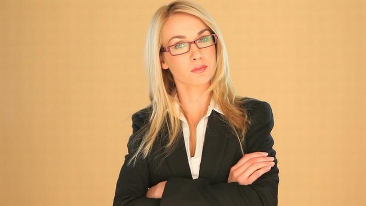 אשת עסקים רצינית