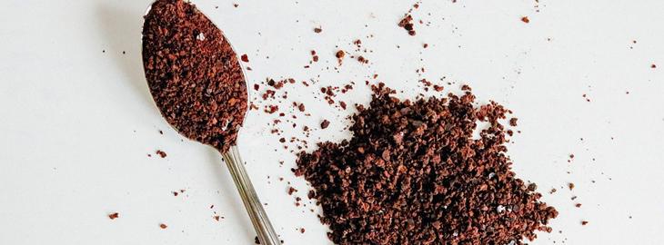 15 שימושים מפתיעים ויעילים לקפה: כפית קפה