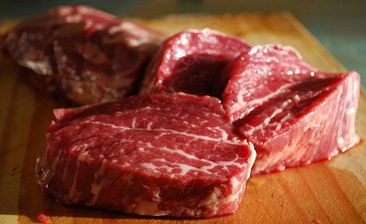 10 מזונות מפתיעים שנלחמים בחרדה: נתחי בשר בקר