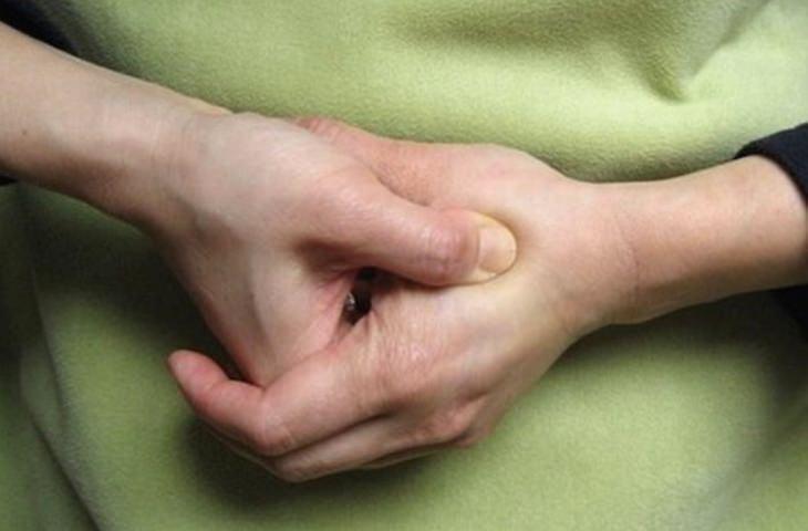 נקודות לחיצה לניקוי הגוף מרעלים: מפגש העמק (LI-4)