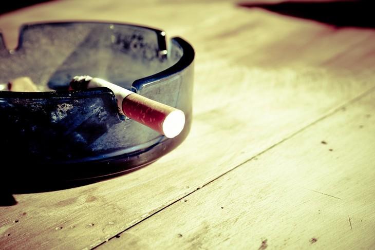 בדל סיגריה במאפרה