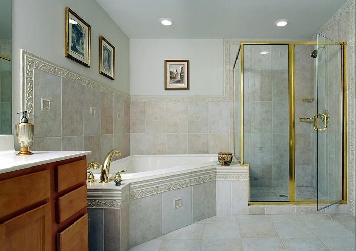 חדר אמבטיה נקי ומבריק