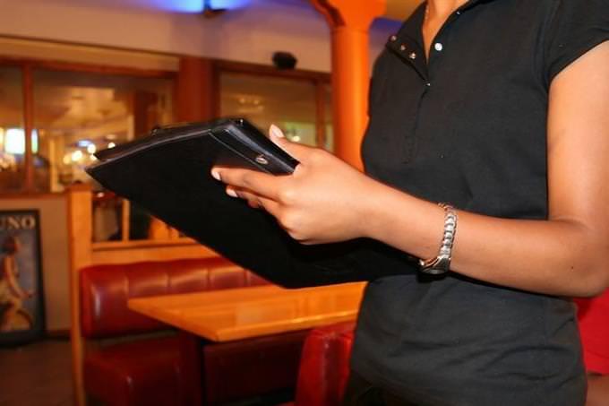 בחן את עצמך - כסף ומצב כלכלי: עובדת במסעדה