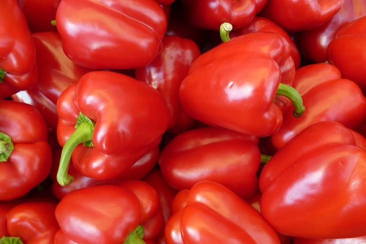 מאכלים שנלחמים בדלקות: פלפלים אדומים מתוקים
