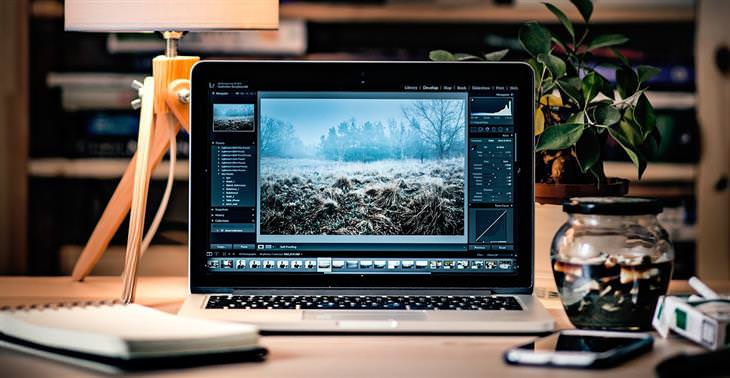 חלופות חינמיות לתוכנות מחשב מקצועיות: מסך מחשב עם תוכנה לעריכת תמונות