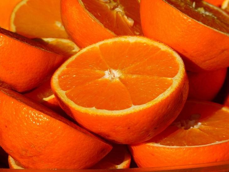 הזמן הנכון לאכילת מזונות מסוימים: תפוזים חצויים