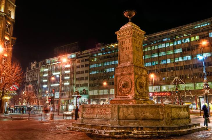 אתרים מומלצים בסרביה: פסל במרכז העיר בלגרד