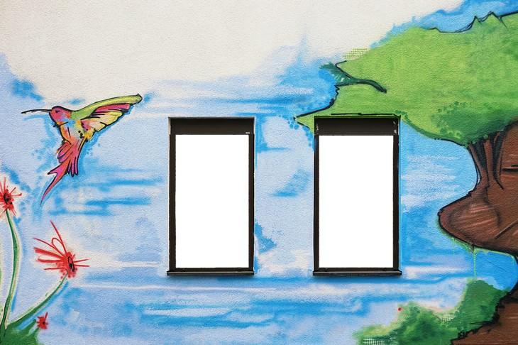 טיפים להתגברות על דיכאון בעזרת עיצוב הבית: ציור קיר לצד חלונות