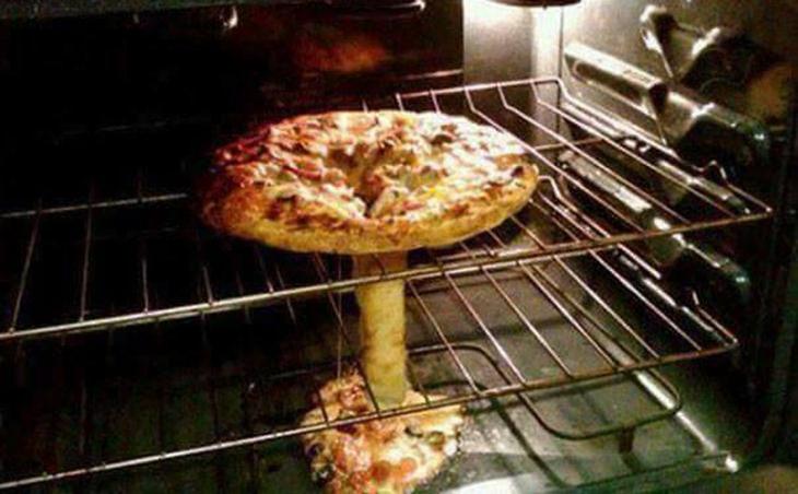 אסונות במטבח:פיצה שנפלה במרכזה בתנור ויצרה צורה של פיצוץ אטומי