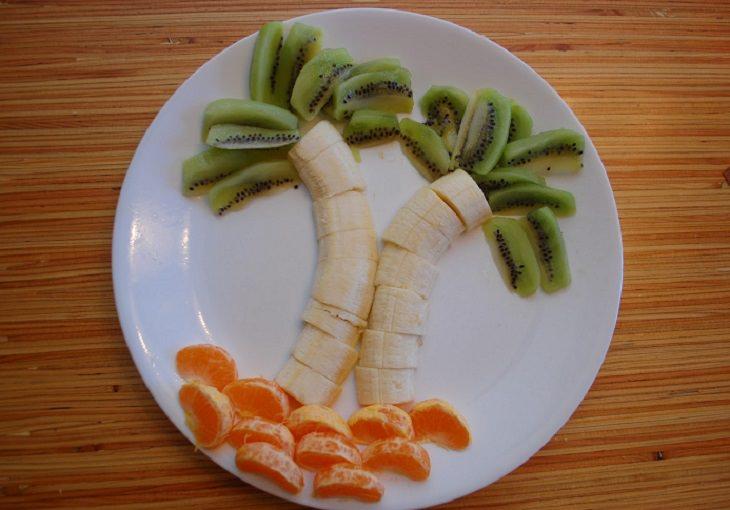 הצעות הגשה לאוכל בריא לילדים: דקלים מקיווי, בננות וקלמנטינות