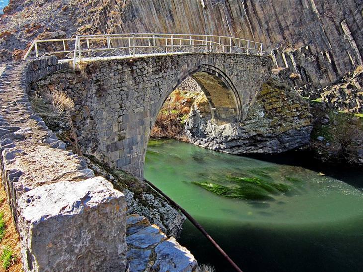תמונות של אתרי מורשת מישראל והעולם: גשר מליק טנגי, ארמניה - צולם על ידי אמה ייסו