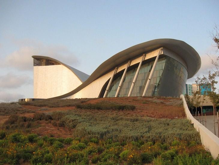 מבנים מיוחדים בישראל: המשכן לאומנויות הבמה