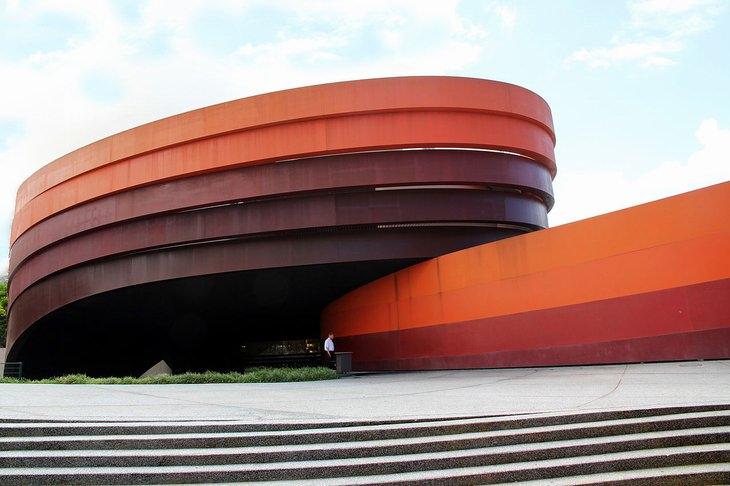 מבנים מיוחדים בישראל: מוזיאון העיצוב