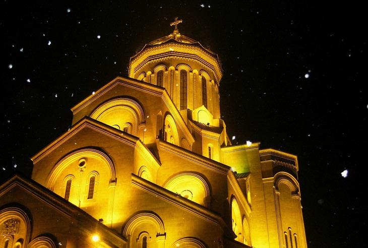 מסלול טיול בגאורגיה: קתדרלת סמבה בטביליסי