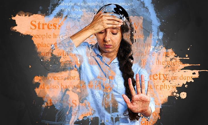 סוגי החרדות שהתעצמו בגלל הטכנולוגיה: אישה מחזיקה את ראשה במצחה ועוצמת את עיניה