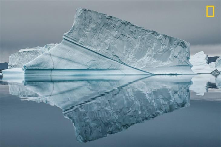 תמונות טבע מתחרות הצילום של נשיונל ג'יאוגרפיק 2017: קרחון משתקף על פני המים