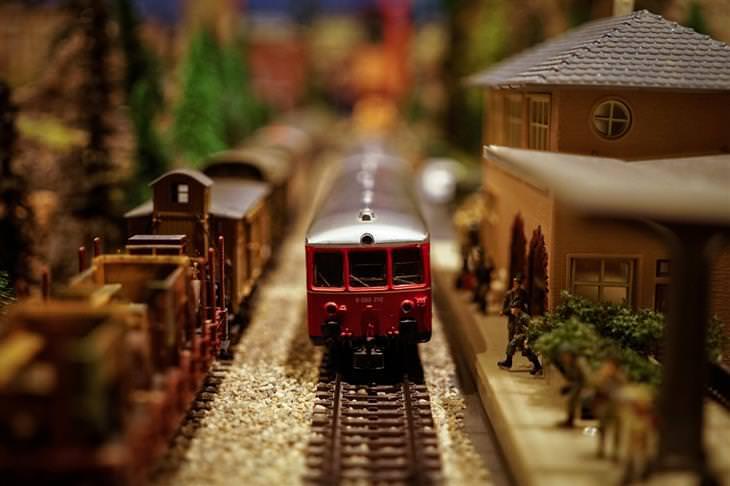 בדיחת עיכוב ברכבת: רכבת צעצוע