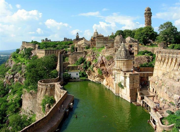 מקומות שכדאי לבקר ברחבי העולם: מבצר צ'יטורגר