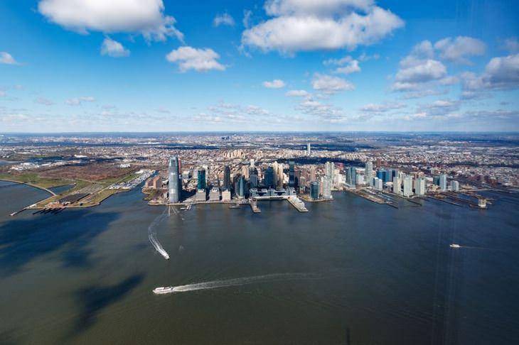 אתרים בניו יורק שמומלץ לבקר בהם: נוף של ניו יורק מבניין מרכז הסחר העולמי החדש