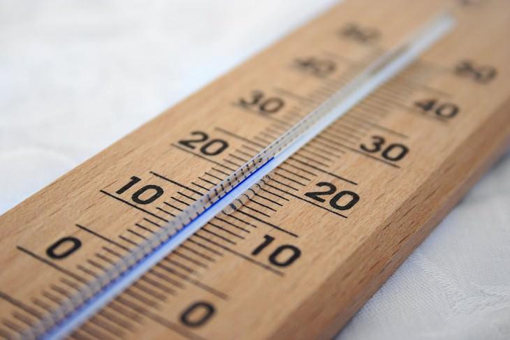 סיבות ופתרונות להתעוררות באמצע הלילה: מד טמפרטורה