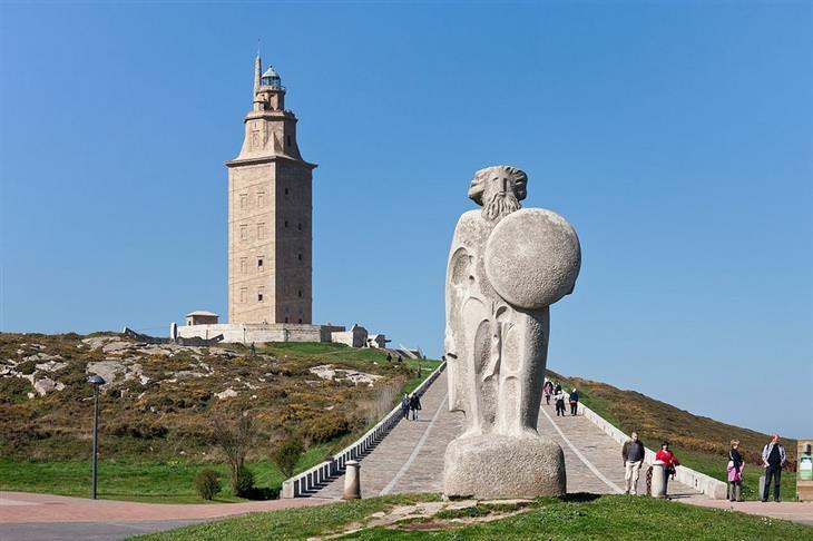 אתרים לא מוכרים ומומלצים בספרד: המגדל של הרקולס