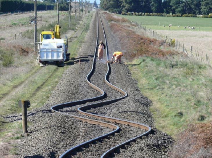 תמונות מדהימות מרחבי העולם: פסי רכבת ניו זילנד לאחר רעידת אדמה