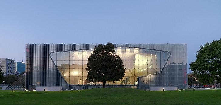 אטרקציות חובה בורשה: מבנה המוזיאון לתולדות יהודי פולין