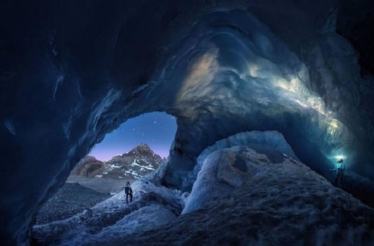 זוכי תחרות הצילום בסיינה: איש עומד בתוך מערת קרח ענקית