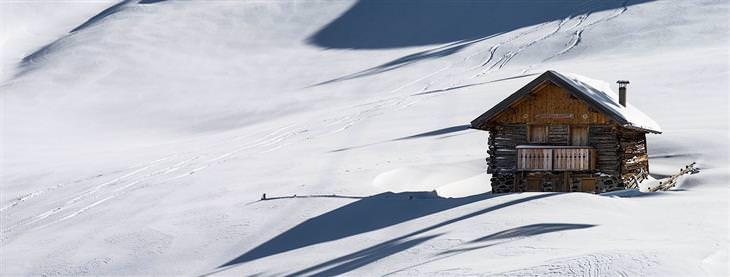 בית עץ על הר מושלג
