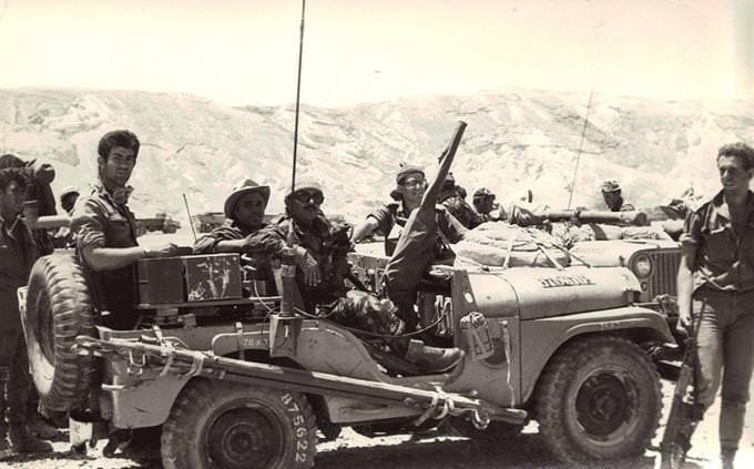 חיילים בג'יפ