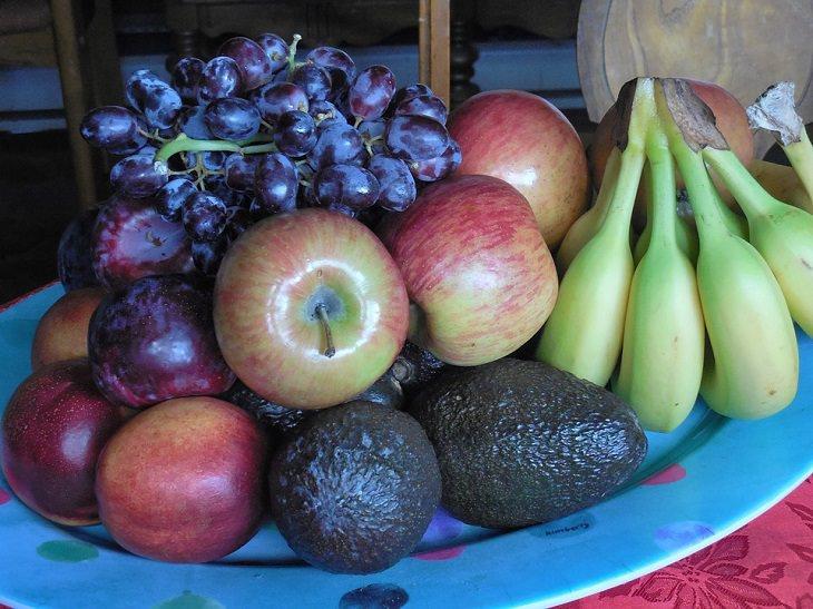 שימושים יעילים בתפוחי עץ ובחומץ תפוחי עץ: צלחת פירות