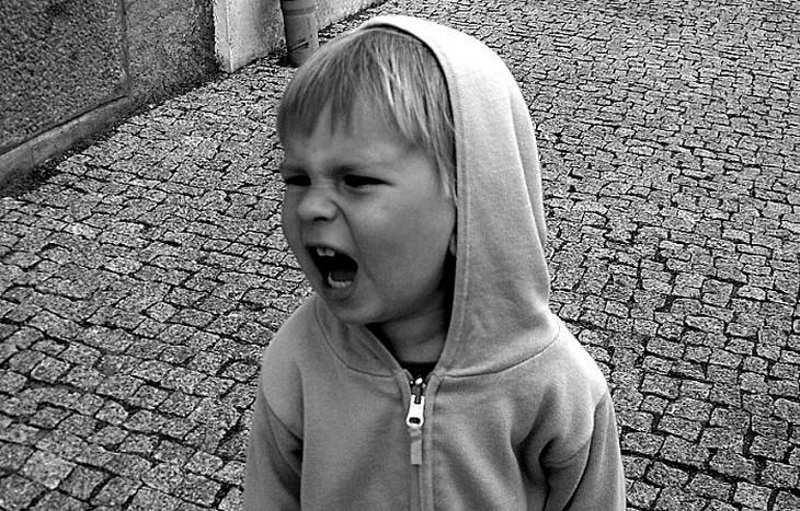 ילד קטן כועס