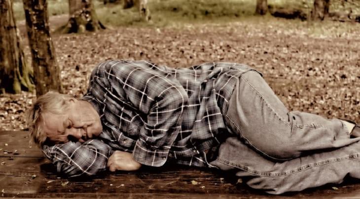 גבר ישן ביער