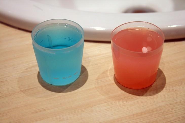 דרכים למניעת מחלת הסרטן: שתי כוסות פלסטיק קטנות המכילות מי פה