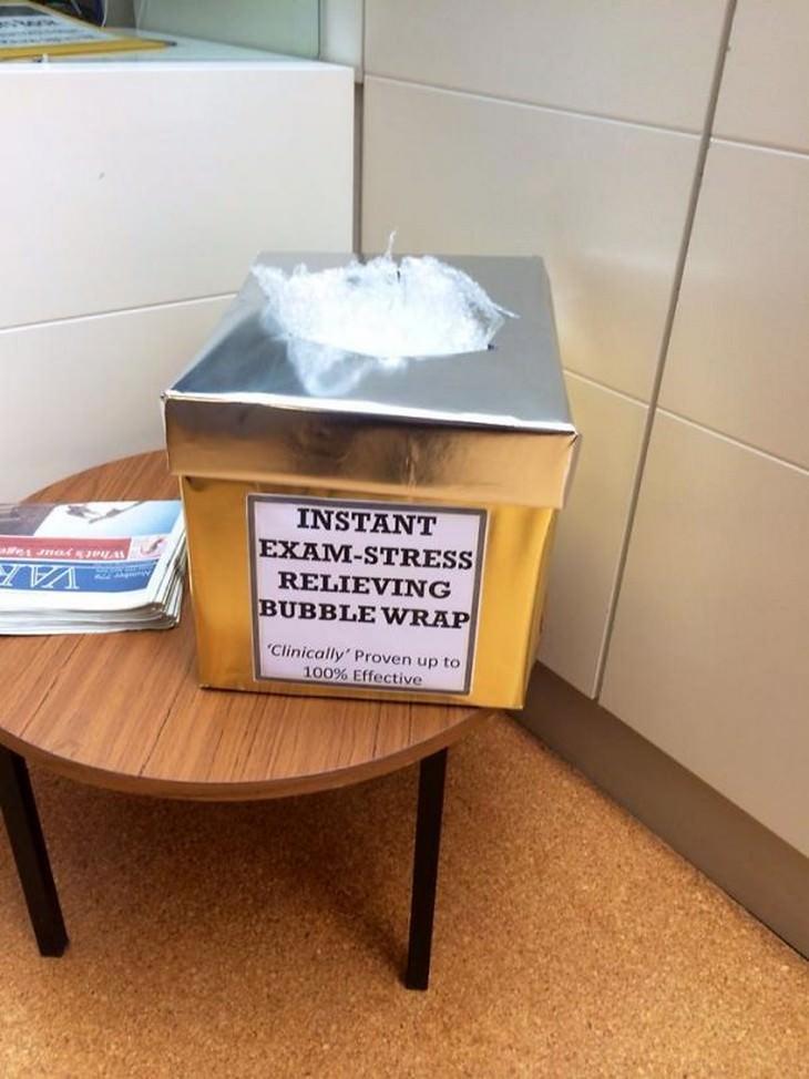 קופסה עם נייר פצפץ נשלף
