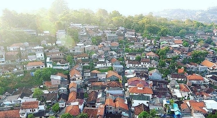 """כפר """"הקשת בענן"""" - קמפנג פלאנג'י באינדונזיה, לפני המהפך"""