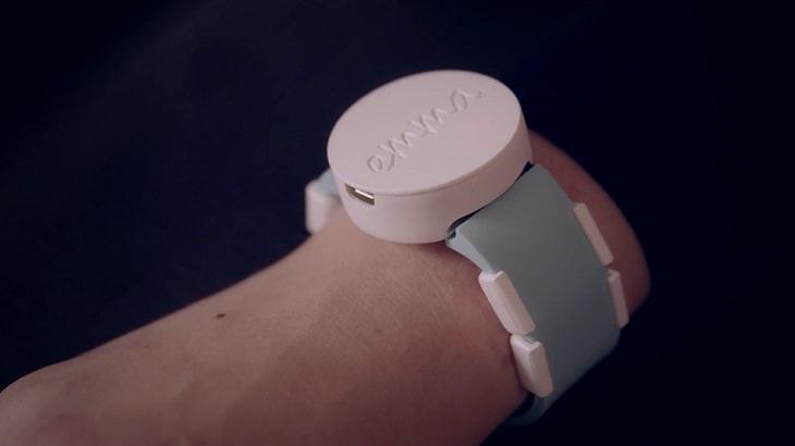 """""""שעון אמה"""" - פיתוח לחולי פרקינסון, ענוד על יד"""