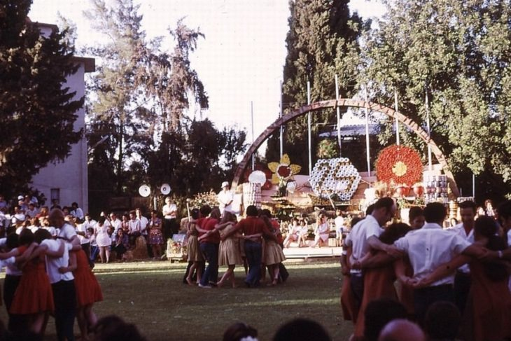 מעגלי רוקדים בקיבוץ גן שמואל שנת 1973