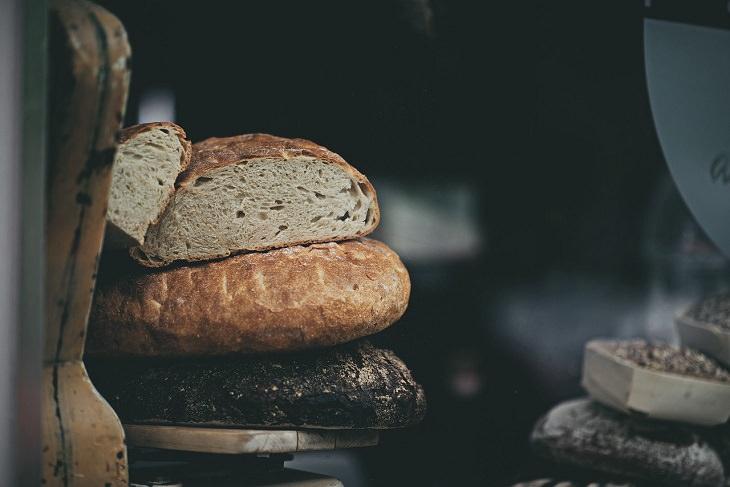 יתרונות בריאותיים של מחמצת שאור: לחם מחמצת