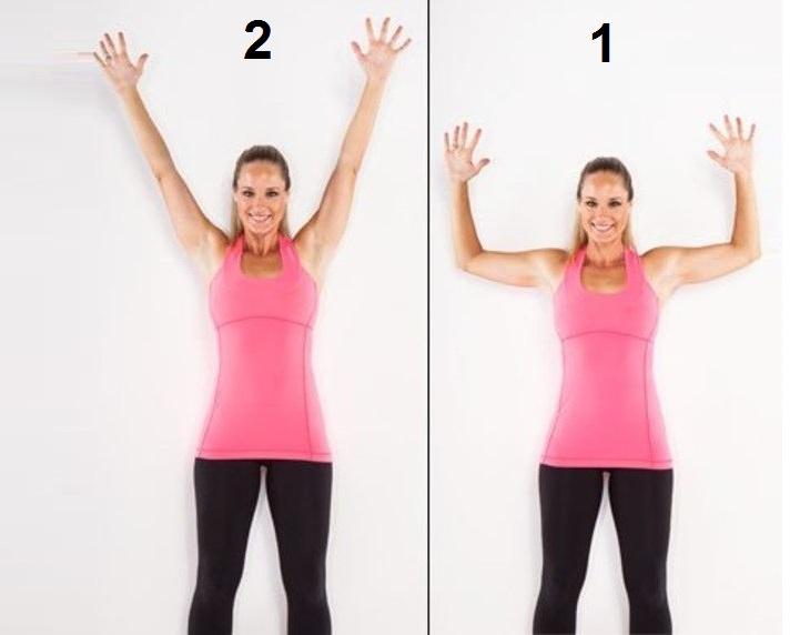 תרגילים לחיטוב וחיזוק הגב: אישה מבצעת תרגיל לחיזוק עמוד השדרה העליון