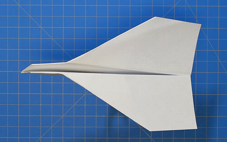 מדריכים ליצירת מטוסי נייר מיוחדים: מטוס יציב