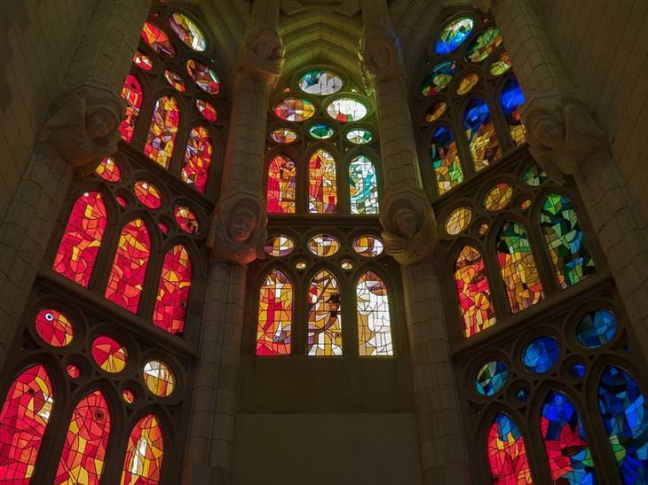הויטראז'ים היפים בעולם: כנסיית סגרדה פמיליה, ברצלונה, ספרד