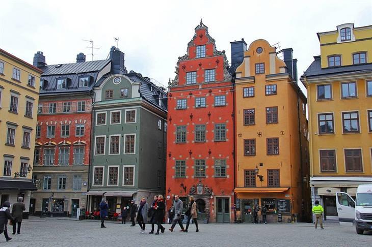 אתרים מומלצים בשוודיה: בניינים צבעוניים בעיר העתיקה