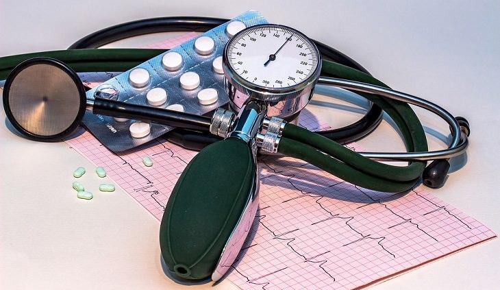 יתרונות בריאותיים של תמרים: ציוד לבדיקת לחץ דם
