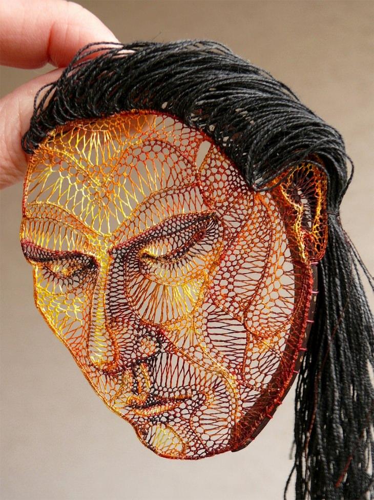 פסלי התחרה של אגנש הרצג: פסל ראש של אישה