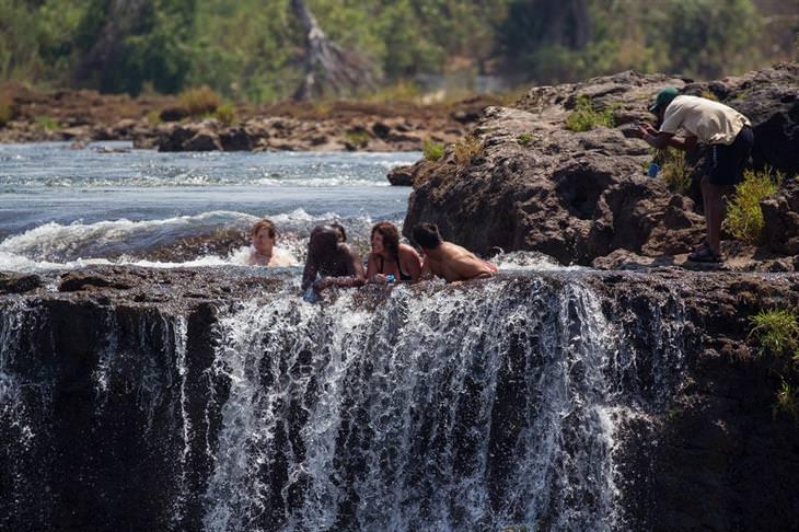 בריכות טבעיות מדהימות מרחבי העולם: בריכת השטן – זמביה, אפריקה
