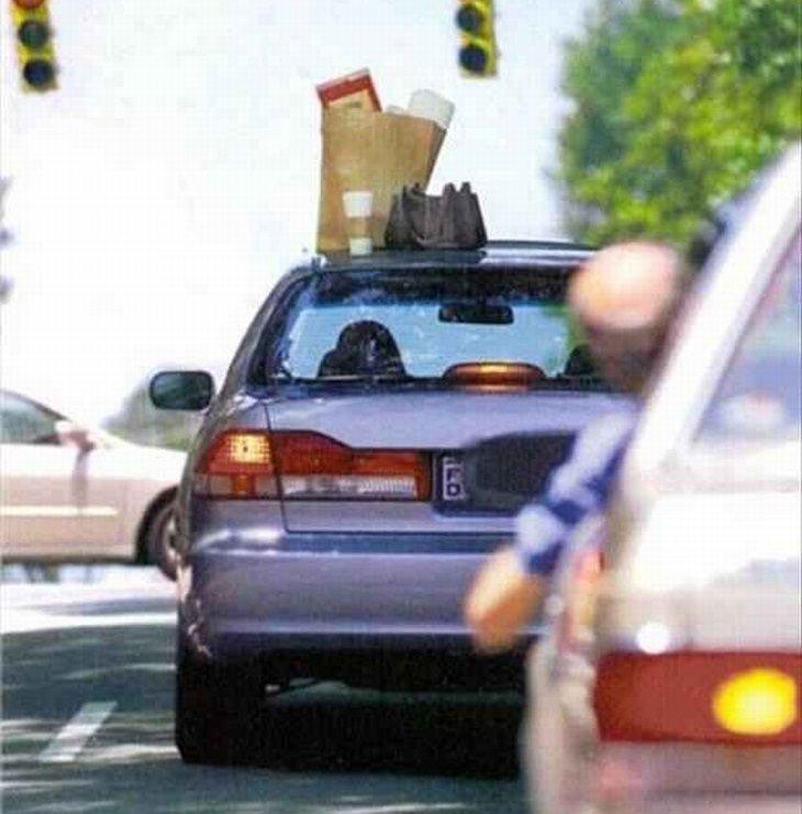 תמונות מצחיקות: רכב שעל הגג שלו נשכחו מצרכים