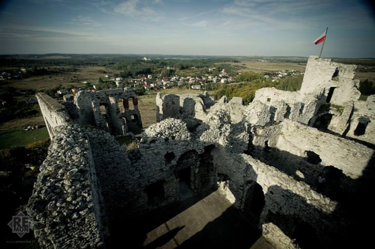 מקומות בסביבת קרקוב שכדאי לבקר בהם: הנוף מטירת אוגרודניק